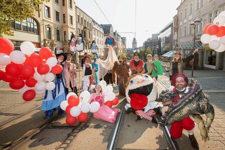 Puppenspieler ziehen durch die Plauener Innenstadt