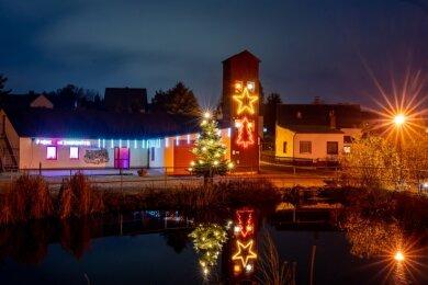 1. Advent: Feuerwehrgerätehaus Hartmannsgrün.