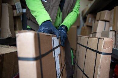 In Chemnitz ist es in den vergangenen Wochen zu mehreren Fällen von Betrug und Diebstahl im Zusammenhang mit Paketsendungen gekommen.