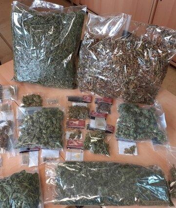 Auf reichlich Drogen ist die Polizei in einer Wohnung in Mittweida gestoßen.