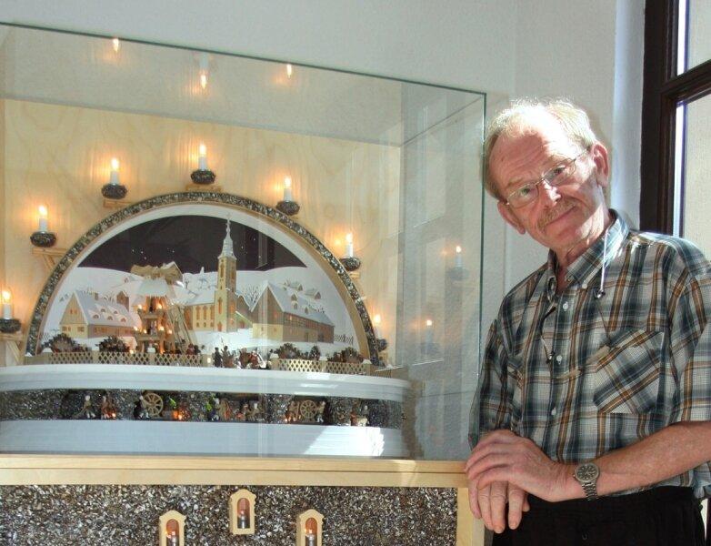 """<p class=""""artikelinhalt"""">Die nächste Ausstellung in der Pobershauer Böttcherfabrik bereichert Klaus Kolbe mit einem Schwibbogen, der Pobershau gewidmet ist. </p>"""