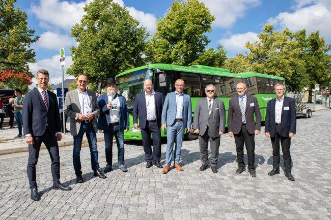 Am Samstag fand die Jungfernfahrt der neuen grenzüberschreitenden Buslinie 588 statt.