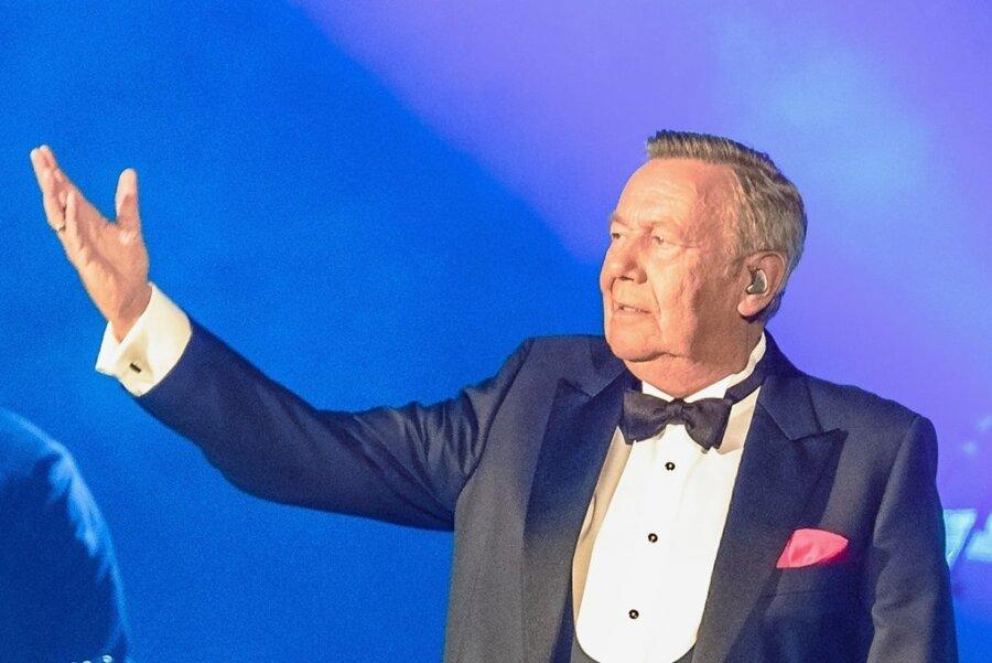 """Wieder vor Publikum: Roland Kaiser beim zweiten Gastspiel seiner """"Alles oder Dich""""-Tournee in der Hamburger Barclays Arena am Freitag vergangener Woche."""