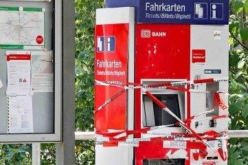 Unbekannte haben den Automaten gesprengt.