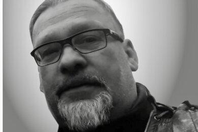Im Alter von 48 Jahren ist Familienvater Ronny Herrling an Krebs gestorben. Er war ein langjähriges aktives Mitglied der freiwilligen Feuerwehr und des Motorradclubs Delirium Germanicum.