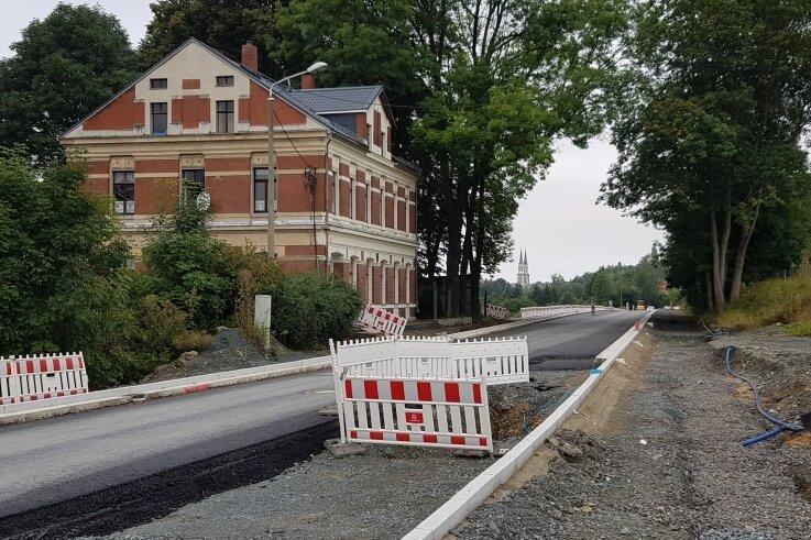 Die Bauarbeiten an der Bundesstraße sind weit fortgeschritten.