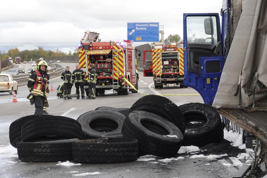 Reifenschaden: Sattelzug fängt Feuer