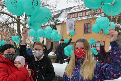 Im Bild von links Julia Herbert mit Baby Joy, Tochter Amy Herbert, Klasse 8 OS Nossen  und Alina Kunoth, ebenfalls Klasse 8 OS Nossen.