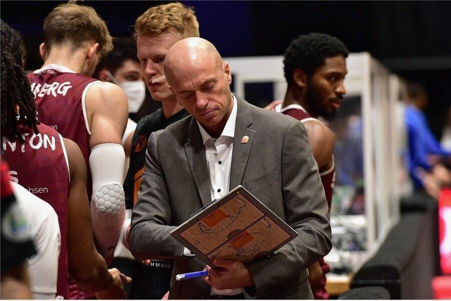 Er lebt Basketball, ist ein akribischer Arbeiter: Niners-Cheftrainer Rodrigo Pastore während eines Spieles in der vergangenen Saison.