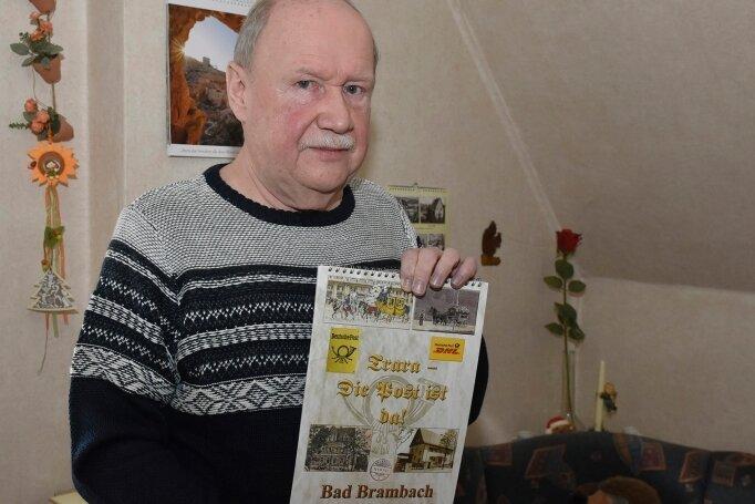 Erhard Adler aus Bad Brambach mit dem Kalender für 2021.
