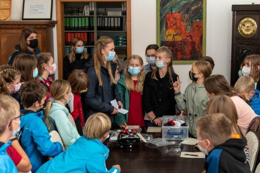 Fünftklässler entdecken spielerisch die Umgebung ihrer neuen Schule