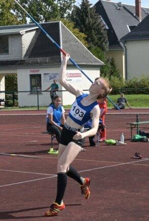 Annabell Ratzka vom LATV Plauen wurde Vierte der Altersklasse U 18 im Speerwerfen.