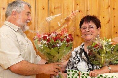 Hubert Protzel verabschiedet namens der Stadträte und speziell der Fraktion Die Linke Stadträtin und Ortsvorsteherin Gisela Schmidt.