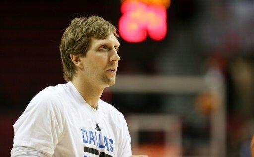Dirk Nowitzki wird seinem Team mehrere Wochen fehlen