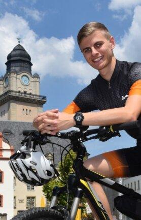 """""""Work & Travel"""" (Arbeiten und reisen) ist ein beliebtes Programm für Auslandsreisen nach dem Abitur. Im Coronajahr heißt das für den 19-jährigen Mika Grünler: Er fährt mit seinem Fahrrad quer durch Deutschland."""