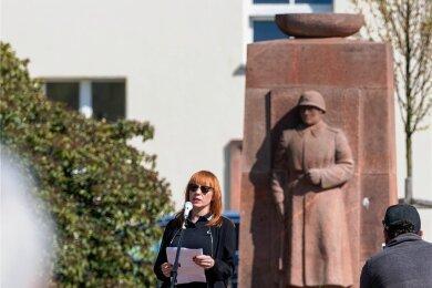 Am Ehrenmal des sowjetischen Soldaten in Rochlitz sprach auch Linke-Kreischefin Marika Tändler-Walenta.