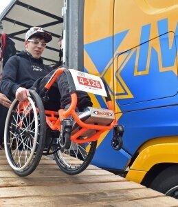 Trotz Handycap stellt sich auchPierre Richter im Rollstuhl der Herausforderung des Rennens.