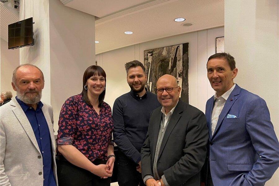 Zum neuen Vorstand des Chemnitzer Theaterfördervereins gehören unter anderem Jürgen Schöberl, Nora Seitz (Vorsitzende), Stefan Otto, Stefan Tschök und Peter Fisch (von links).