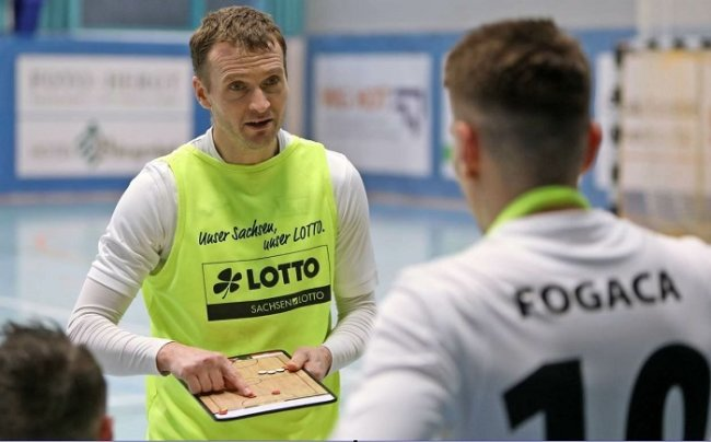 Das Hohenstein-Ernstthaler Futsal-Team um Spielertrainer Michael Salak (l.) hat die diesjährige Deutsche Futsal-Meisterschaft gewonnen.