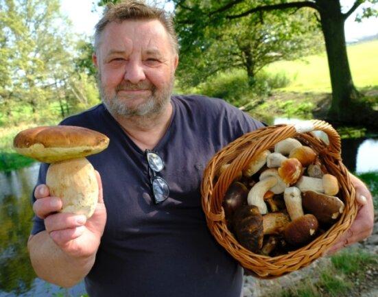 Bitte maßvoll sammeln. Pilzberater Klaus Lorenz sieht in den vielen Erfolgsmeldungen der jüngsten Zeit auch die Gefahr, die Sammellust weiter anzuheizen - mit Folgen für den ohnehin gestressten Wald.