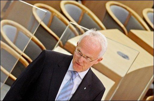 Von seiner Rolle als Landesvater wollte Jürgen Rüttgers am Wahlabend noch nicht direkt Abschied nehmen - auch wenn die Wähler in Nordrhein-Westfalen die schwarz-gelbe Landesregierung abgewählt haben.