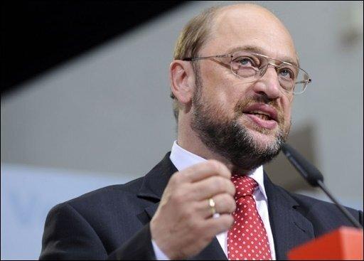 """Martin Schulz war die Niederlage ins Gesicht geschrieben. Das sei ein """"ganz bitterer Abend"""" für die Sozialdemokratie in Europa, kommentierte der Europaabgeordnete und Spitzenkandidat der SPD das Ergebnis der Europawahl."""