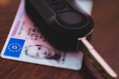 Wer seinen Führerschein umtauschen muss oder ein neues Dokument beantragen will, hat schon seit Wochen schlechte Karten. Denn die Führerscheinstelle in Döbeln - die einzige dafür im Landkreis zuständige Stelle - kann den Ansturm kaum bewältigen.