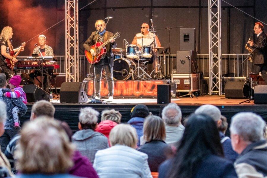 Eine Westernhagen-Show lockte am Sonntagabend zum Ausklang des Burgstädter Stadtfestes. Zuvor war auf den Bühnen im Festgelände ab Freitagabend ein buntes Programm zu erleben.