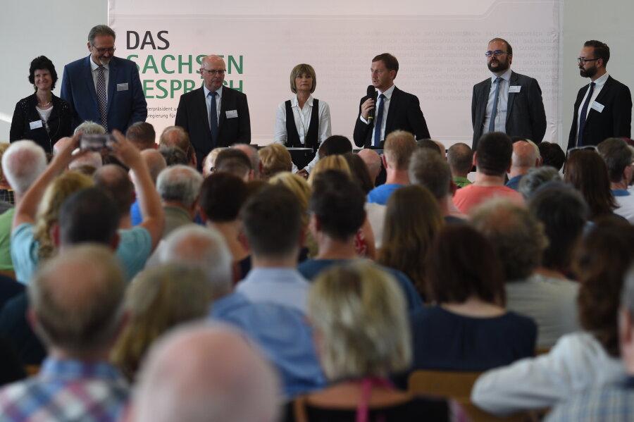 Zum sogenannten Sachsengespräch in Chemnitz waren neben Oberbürgermeisterin Barbara Ludwig und einem Teil des Kabinetts Kretschmer rund 200 Besucher gekommen.