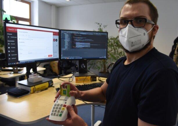 Jonas Stöhr von der Oelsnitzer Softwarefirma Simba n³ hat am Schnelltesttool mitgearbeitet. Es kann ein Baustein für die digitale Infrastruktur im Hintergrund sein, um Tests in großen Mengen zu bewältigen.
