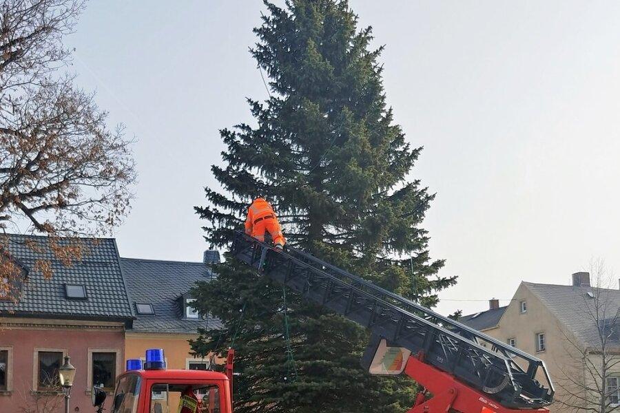 In Elterlein wurde nun auch der Baum abgeputzt.