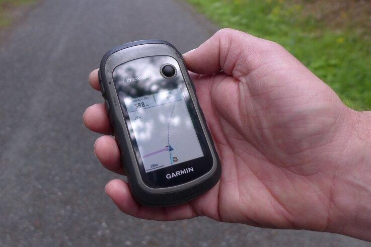 Gehört zur Grundausstattung der Cacher, die auf Schnitzeljagd gehen: ein GPS-Gerät, das bis auf wenige Meter genau zur Stelle des Verstecks führt.