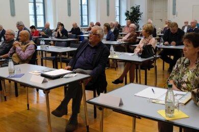 Etwa 50 Heimatforscher, Kommunalpolitiker, Wissenschaftler und geschichtlich Interessierte waren in den Ratssaal gekommen.