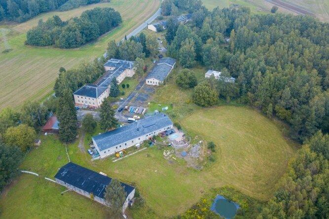 Blick auf das Areal der alten Polizeischule in Wildbach. Hier sollte ursprünglich der Bohrplatz errichtet werden - später, so die Hoffnung, ein Geothermie-Kraftwerk entstehen.