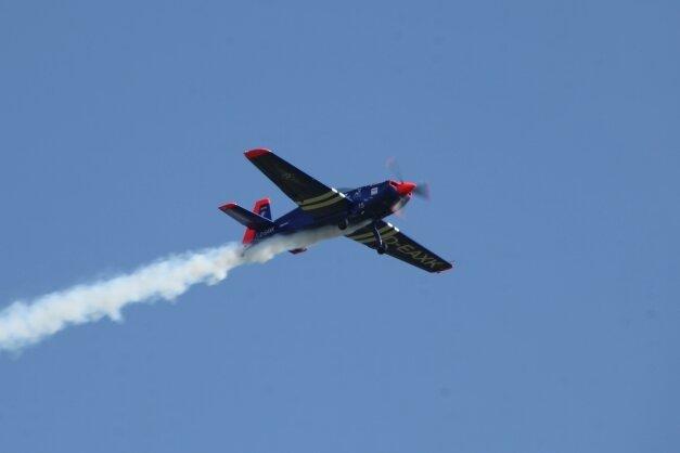 Flugshows wie diese beim jüngsten Fest vom 5. September sind immer die Hauptattraktion für Zuschauer.
