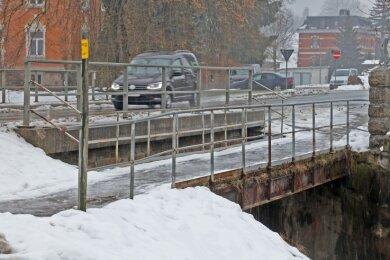 Die kleine Fußgängerbrücke in Cunersdorf ist baufällig. Das hat die jüngste Brückenprüfung ergeben.