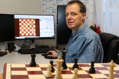 Schach spielt Thomas Knoof derzeit vor allem online.