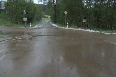 Auch in Crottendorf wurden Straßen überflutet.