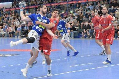 Sebastian Paraschiv (l.) am Ball.