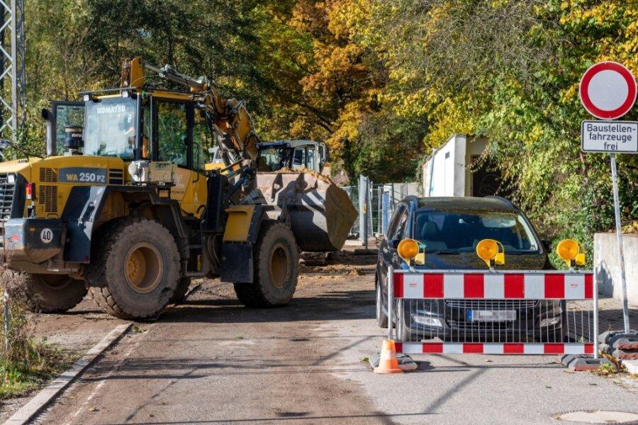 Die Thierbacher Straße in Penig ist am Ortsausgang in Richtung Thierbach wegen Bauarbeiten für die Hochwasserschutzanlage gesperrt.