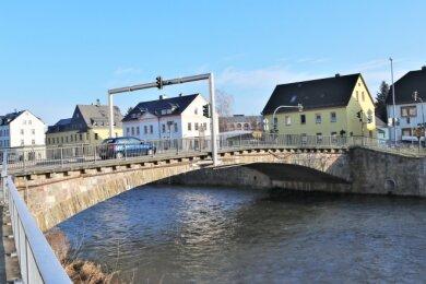 Bald Baustelle: Die Straßenbrücke über die Zschopau in Flöha-Plaue wird abgerissen und es wird ein Ersatzneubau errichtet. Die Arbeiten sollen voraussichtlich im Oktober starten bis Ende 2021 dauern.