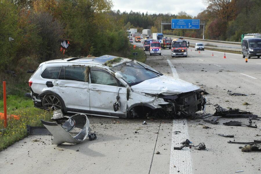A4: Reifenplatzer verursacht schweren Unfall