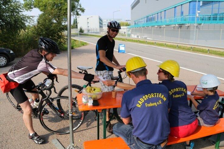 Die Station Industrie an der Berthelsdorfer Straße wurde von Mitgliedern des Radsportteams Freiberg betreut.