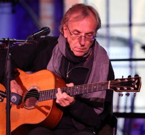 Der Berliner Gitarrist und Komponist Eberhard Klunker ist ein Meister der akustischen Gitarre.