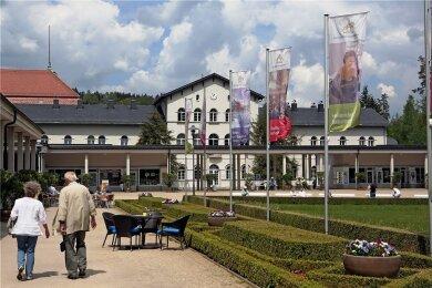 Auch in Bad Elster - hier ein Archivbild vom Kurpark- sind die Belegungszahlen infolge der Coronapandemie gesunken.