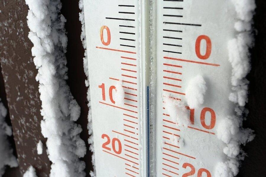 Das Thermometer am Bahnhof Brocken zeigt minus 5 Grad.
