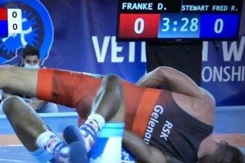Der entscheidende Moment zu Silber: Daniel Franke legt den US-Amerikaner Stewart Frederick auf die Schultern.