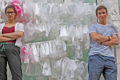 """Wiebke Hennig (15) und Aaron Körnich (17) von der Zwickauer Fridays-for-Future-Ortsgruppe hielten einen Vortrag bei den """"Freunden Aktueller Kunst"""" und diskutierten anschließend mit den Besuchern."""