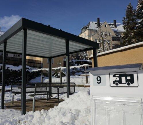 Den Wohnmobilstellplatz an der Uferstraße in Schwarzenberg gibt es bereits seit 2008. Jetzt wurde er aus städtischen Mitteln saniert und bietet künftig mehr Service für die Gäste.