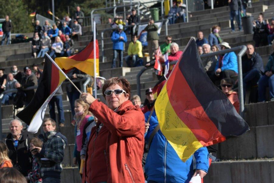 Publikum bejubelt die Springer des Sommer-Grand-Prix in Klingenthal